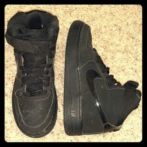Kids - High tp Air Force 1 sneakers ❤️